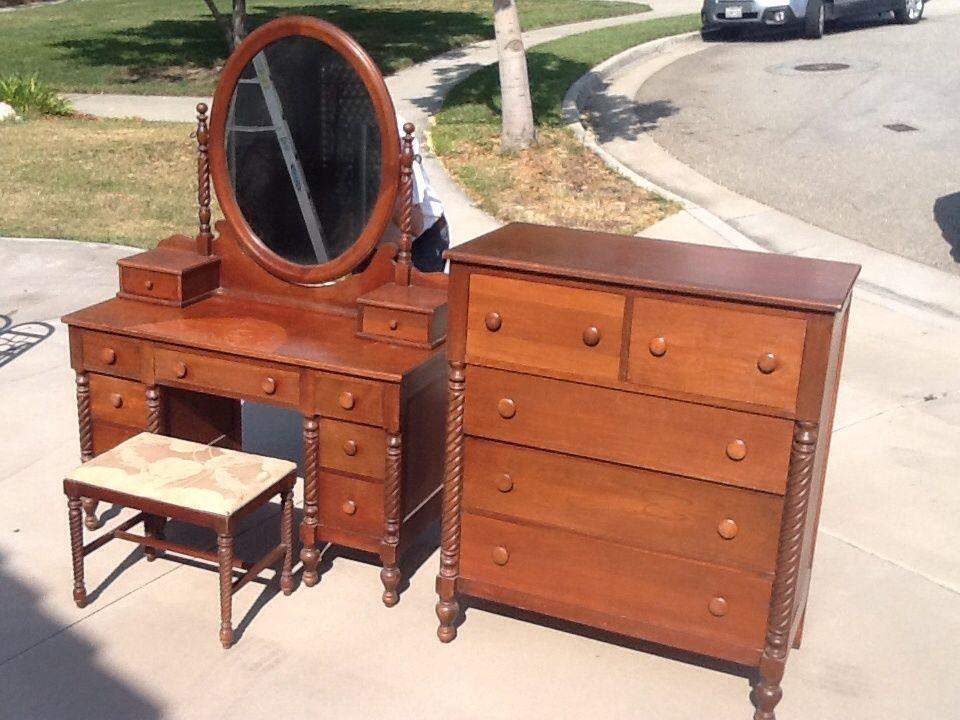 Willett Wildwood Solid Cherry 4pc Bedroom Suite Vanity Stool Bed Dresser