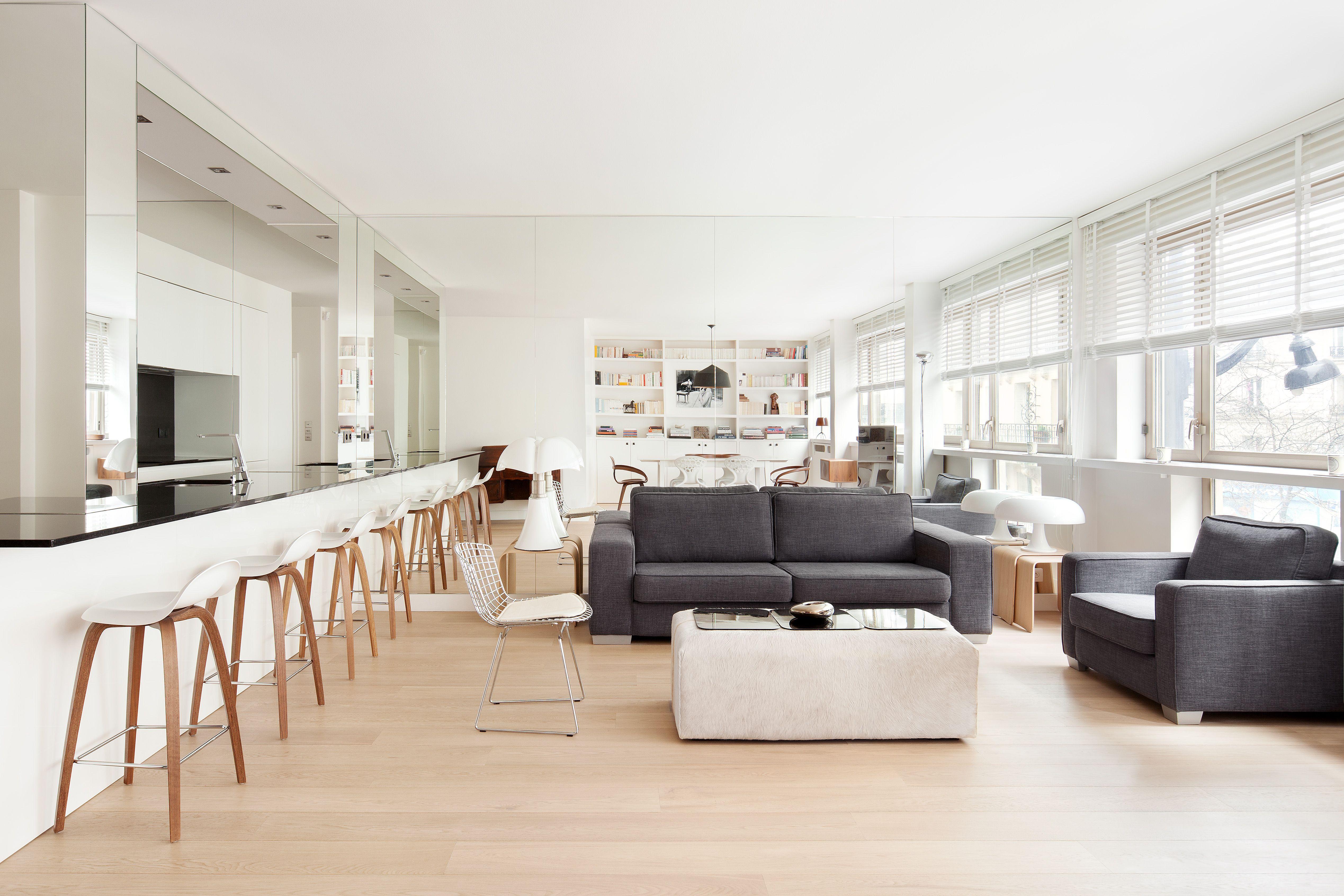 une piece a vivre contemporaine realisation cda design salon sejour cuisine ouverte miroir parquet gobbi pipistrello