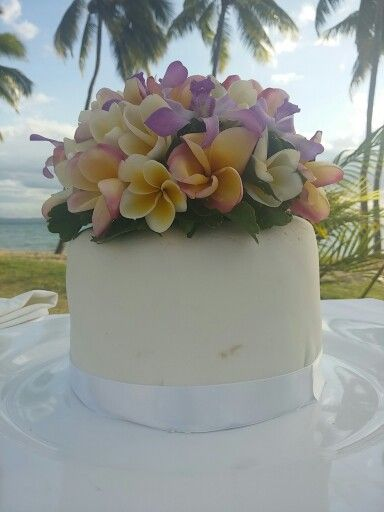 16cm round banana cake with tropical cake topper | Cakes ...