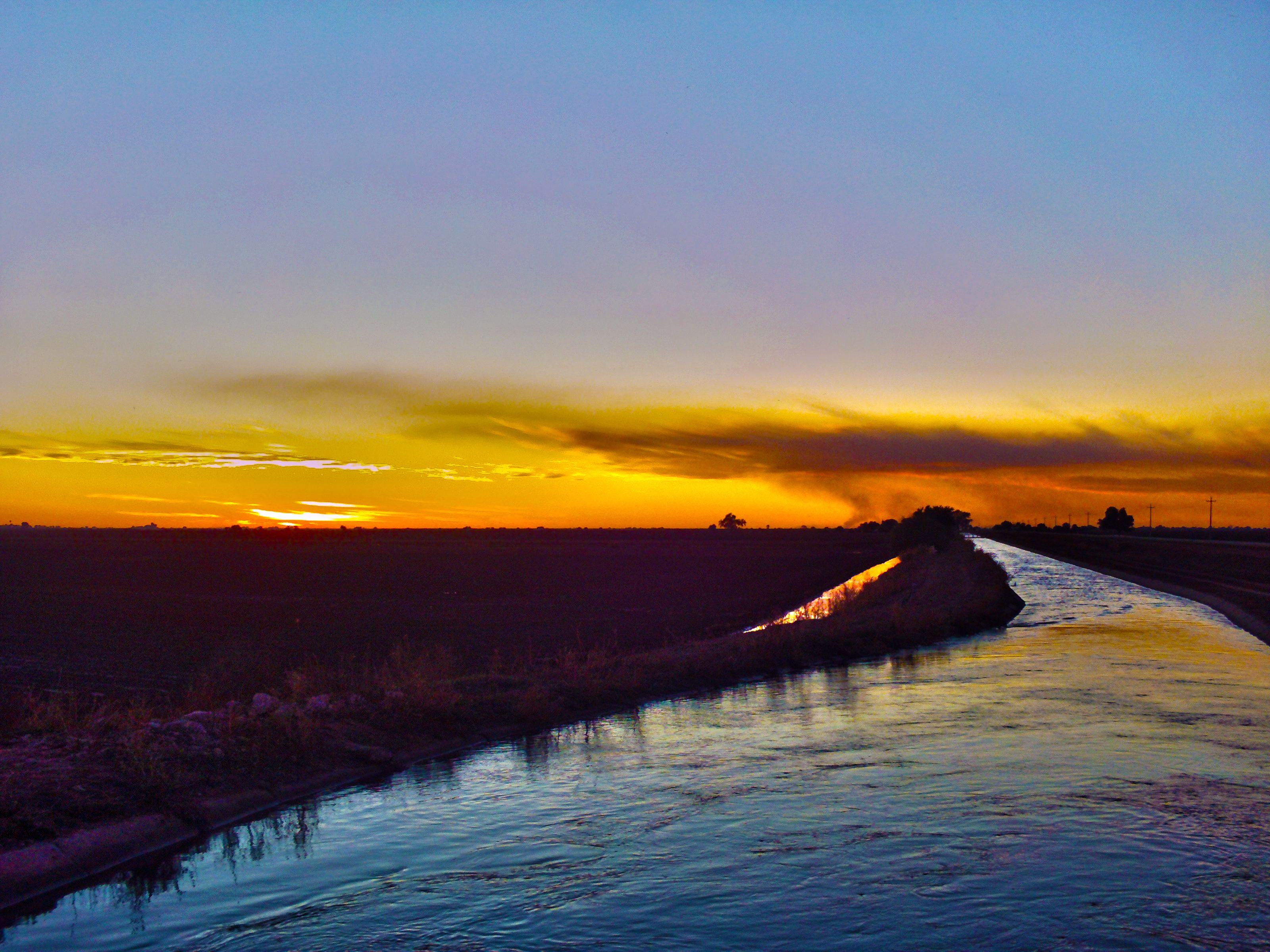 Recodo de un canal de riego, Pueblo Yaqui, Sonora.