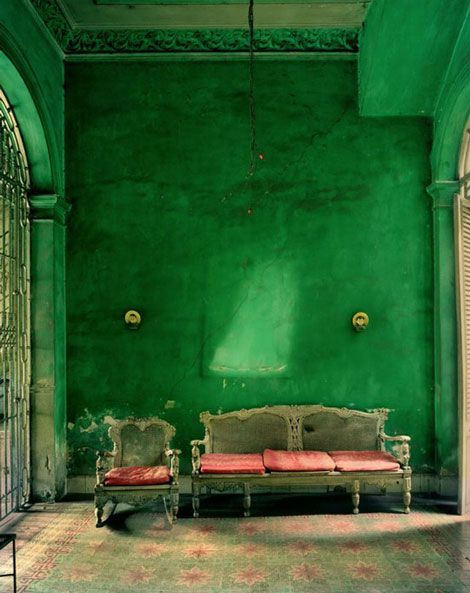 Green plaster walls - what a statement!