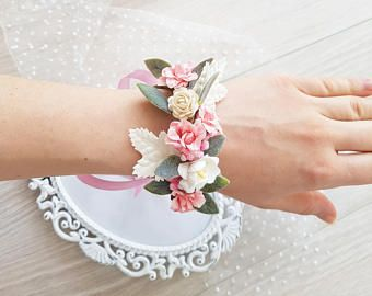 Las damas de honor rosa ramillete de menta, ramillete de la muñeca de flor, pulsera novia, ramillete de novia, corsage bodas, flor pulsera, pulsera de bodas