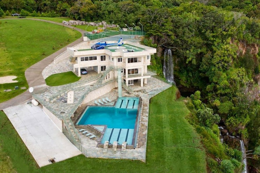 Dise o de una mansi n casa de lujo frente al mar fotos for Mansiones con piscina