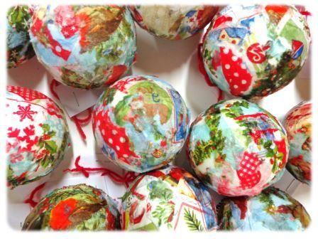 Fabriquer une boule de no l en d copatch maternelle arts visuels no l march de no l - Cadeau de noel a fabriquer en maternelle ...
