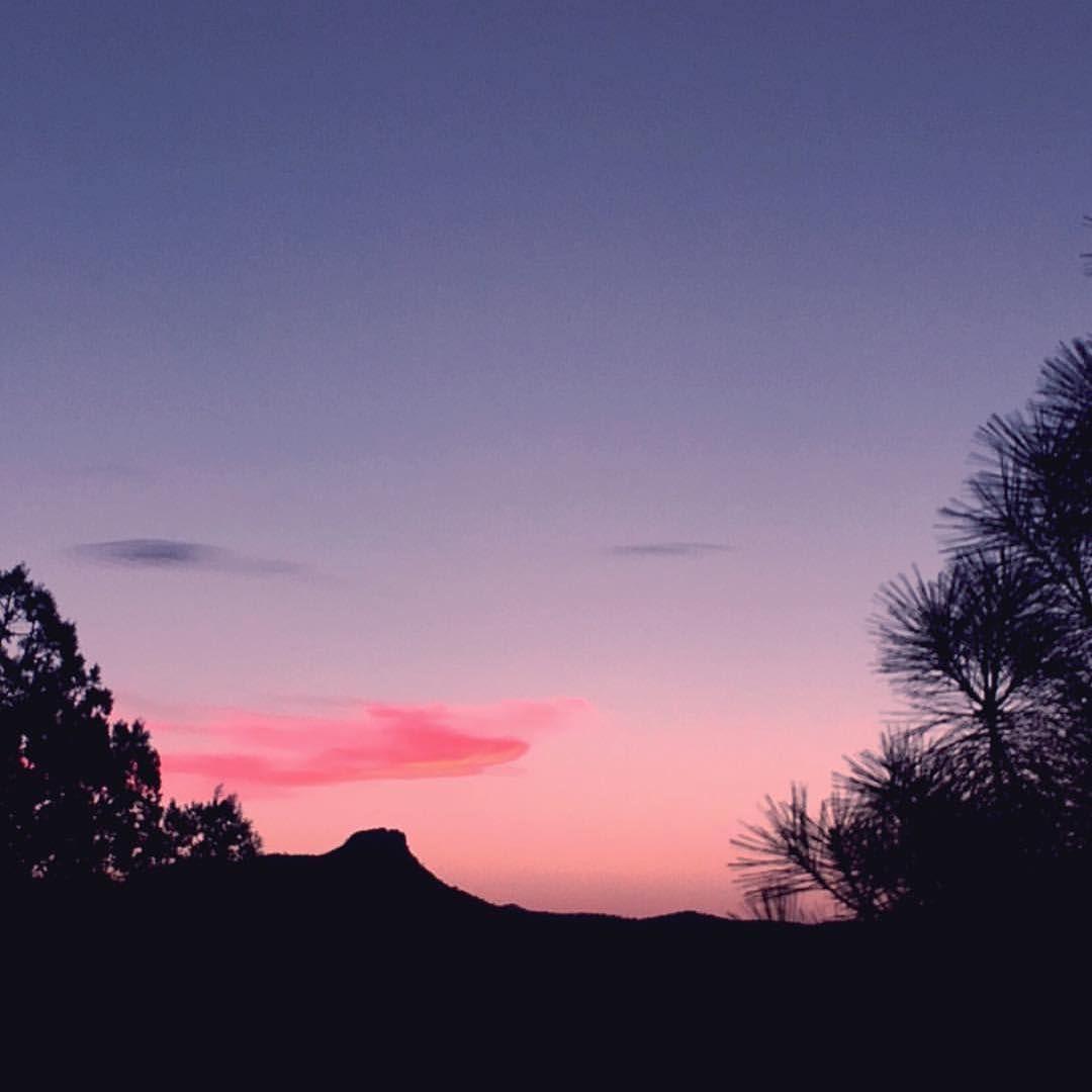 A beautiful sunset captured by @shiversncrickets.  #visitprescott #prescottaz #prescott #arizona #downtownprescott #northernarizona #arizonaskies #prescottskies #thumbbutte
