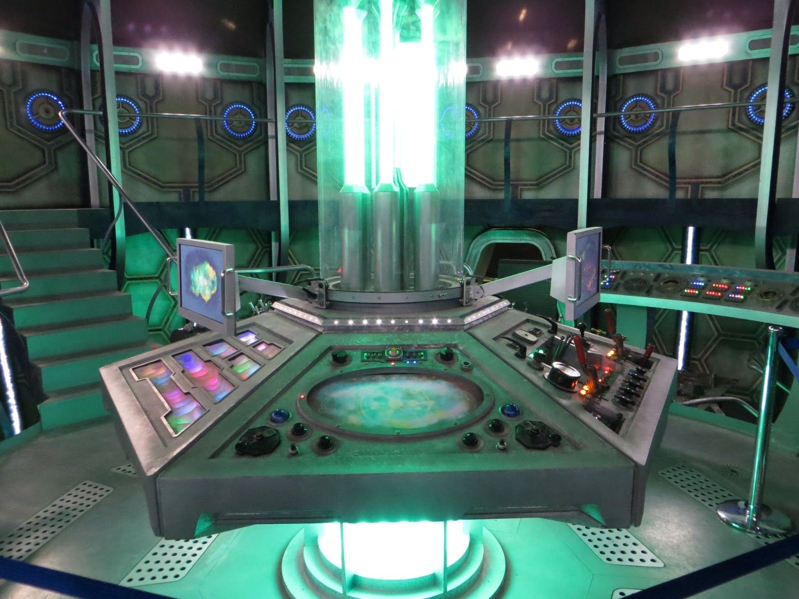Inside Tardis Half Tube First Two Counters Frame