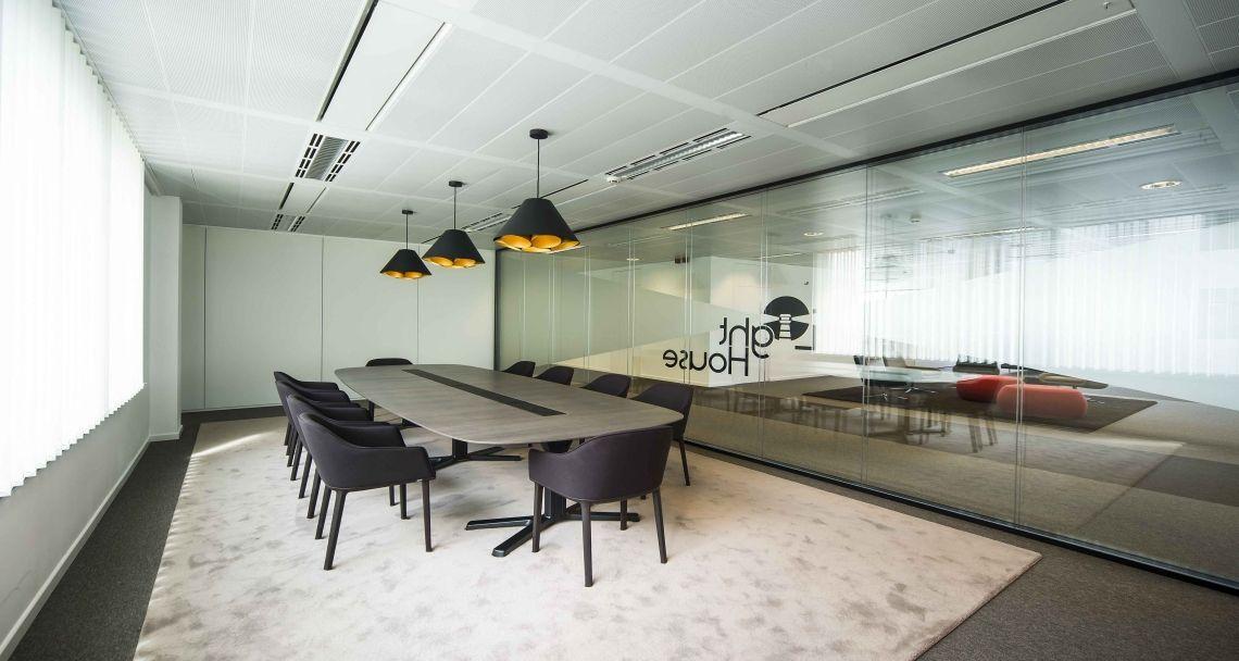 Salle de réunion dans les bureaux de hansainvest à bruxelles