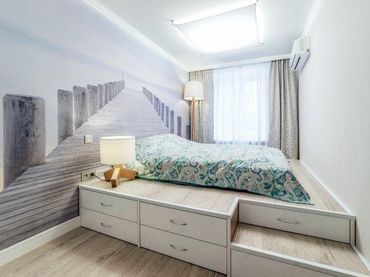 podestbett-bauen-stauraum-schubladen-stufen-fototapete-schlafzimmer ...