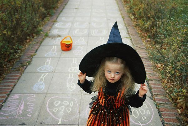 Pin by Ceylan Yüksel on HALLOWEEN   Kids witch makeup ...