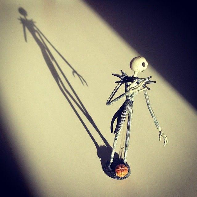 .@anjaregenbogen | S wie Schatten (und die Figur ist aus meiner S wie Sammlung Vinylfiguren ;) )...
