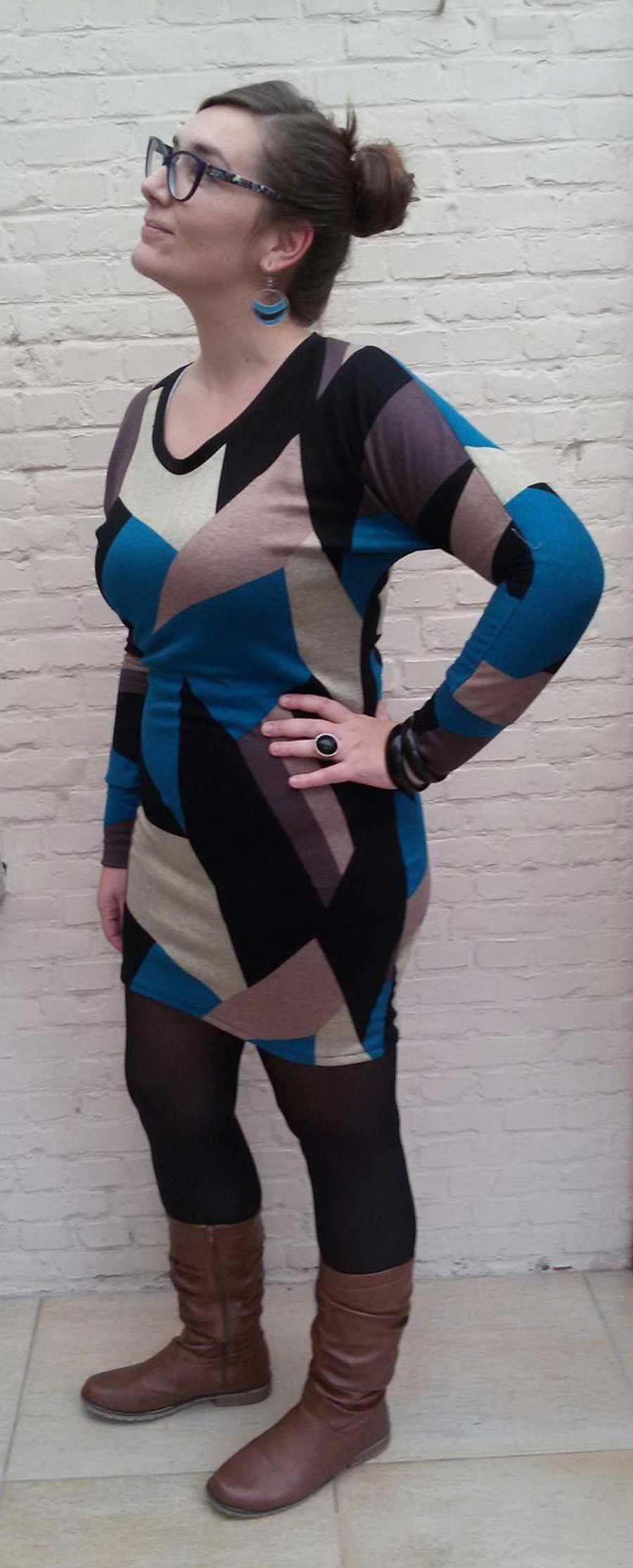 Selfish Sewing part 2: Het Julia kleedje, Hallo! ik beloof het, dit is echt de laatste inzending! Ik moet dringend beginnen aan de winterjasjes maar ik heb mezelf toch nog even op de eerste ...  #contest2015 #Juliasweater #patternhack