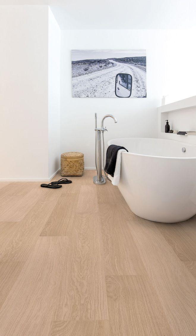 Le parquet stratifié habille le sol de la salle de bains Bathroom - Stratifie Mural Salle De Bain