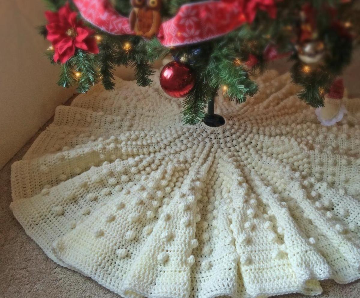 Falling Snow Christmas Tree Skirt | Haken, Pino y Ganchillo