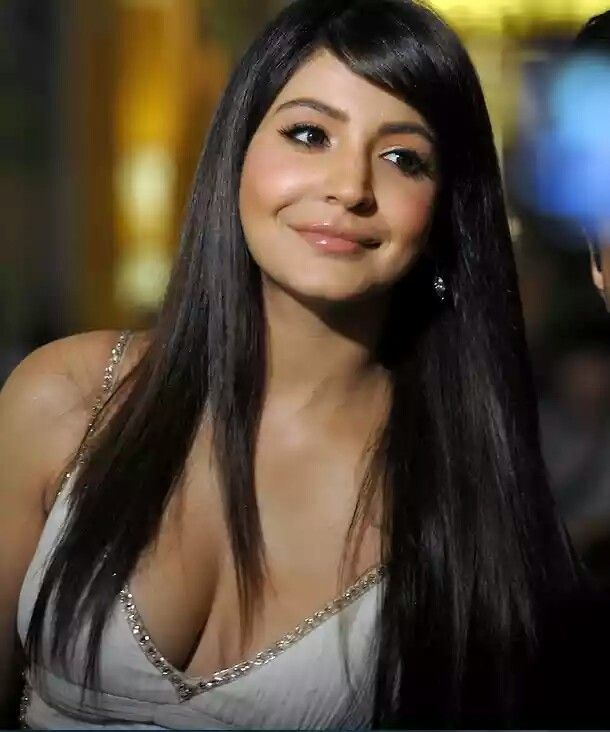 Anushka Sharma Deep Cleavage Anushka Sharma Deep Cleavage Bollywood Actress