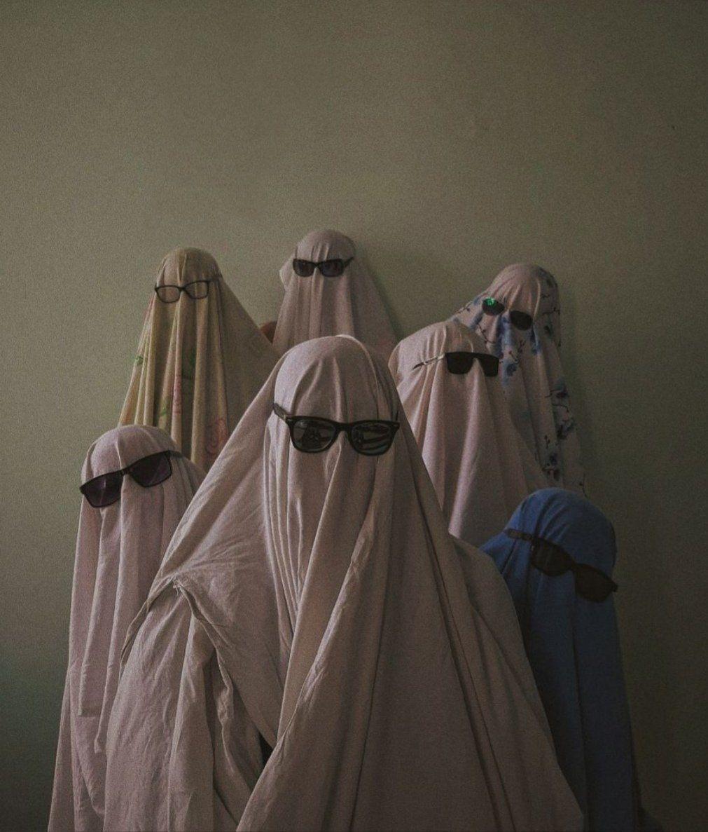 """fawna٭ on Twitter: """"в перерывах между парами мы с одногруппниками решили замутить ghost photoshoot"""