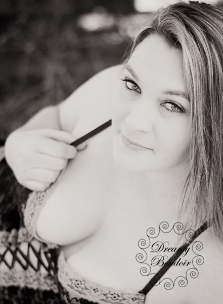 Boudoir photography poses. #boudoir #photography http://dreamyboudoir.com