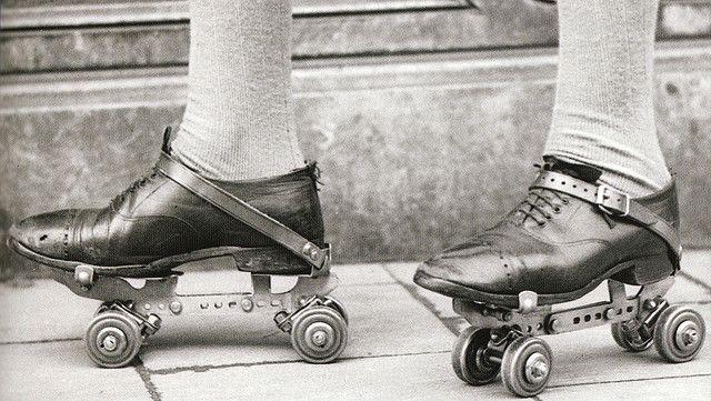 Rolschaatsen, zooals ze eruit hooren te zien! by juffrouwjo, via Flickr.
