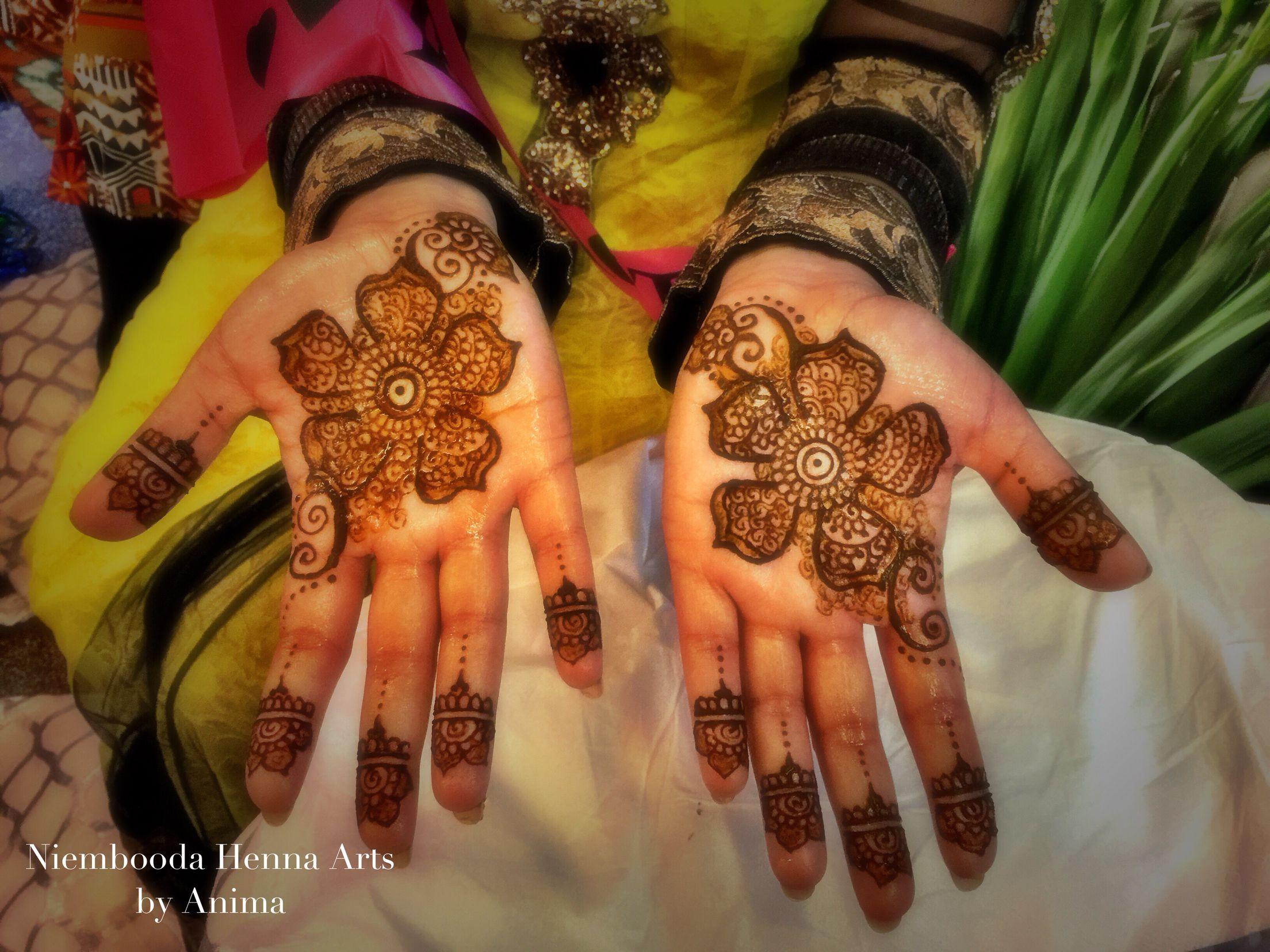 Mehndi Hand Name : Bridal mehndi chique the letter r is hidden in design