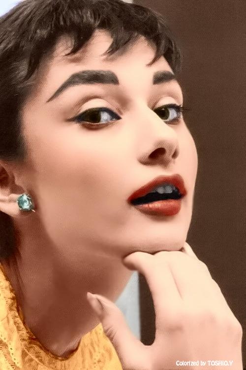 Audrey Hepburn Via At Classicmoviehub Actresses Audreyhepburn - Audrey-hepburn-makeup