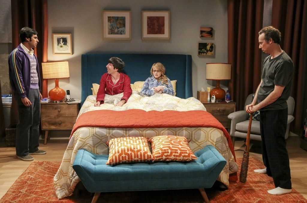 Howard and Bernadette\'s Bedroom from Big Bang Theory...love the ...