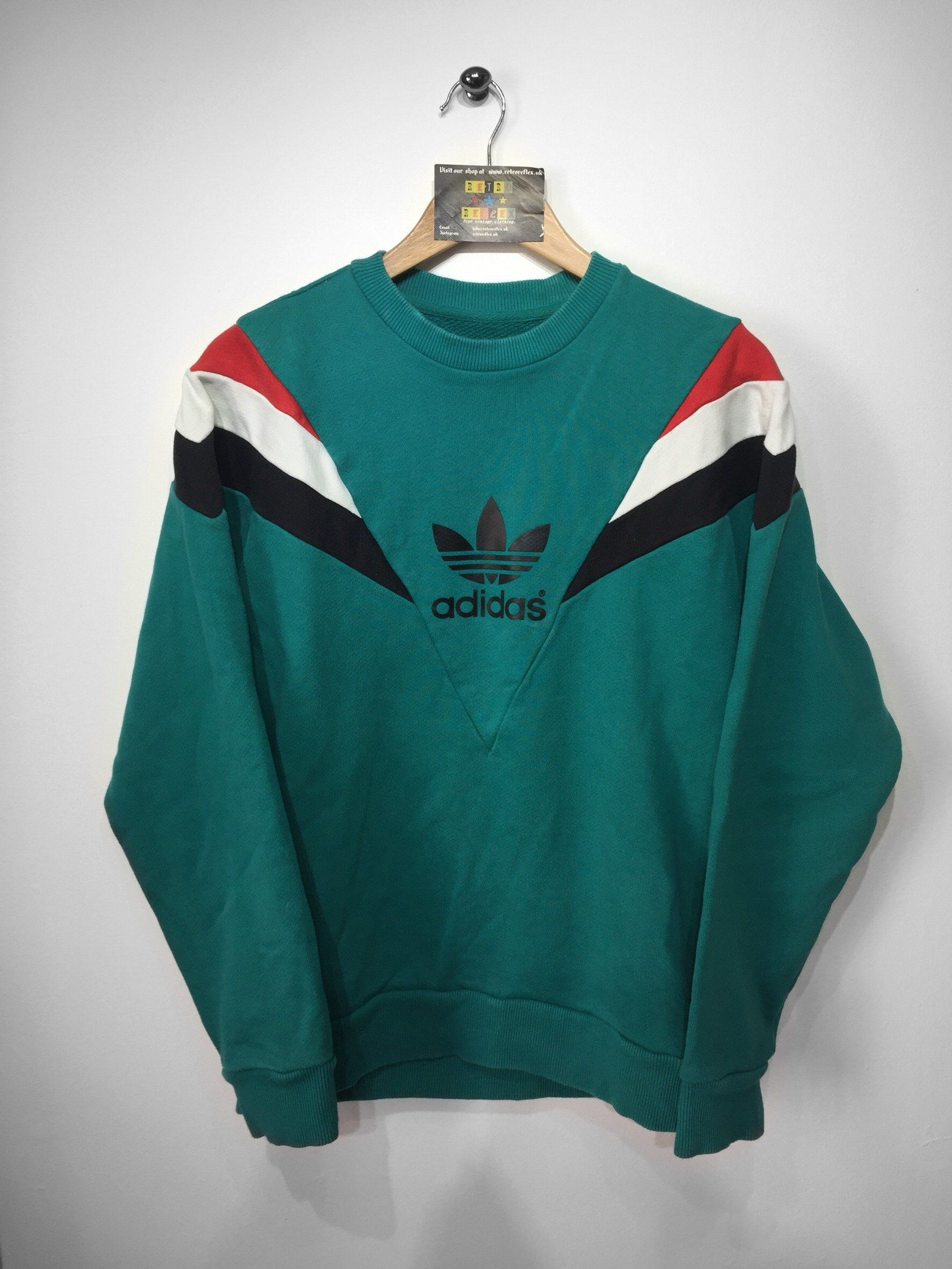 Adidas sweatshirtSIZE M (MEDIUM) .Adidas lettering and