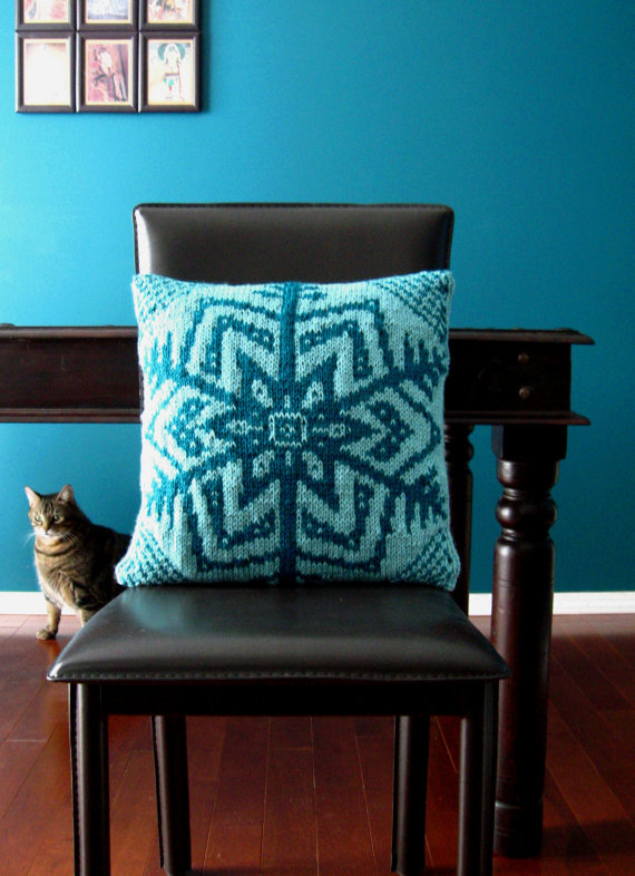 Hey, I found this really awesome Etsy listing at https://www.etsy.com/dk-en/listing/113991029/knitting-pattern-for-snowflake-pillow