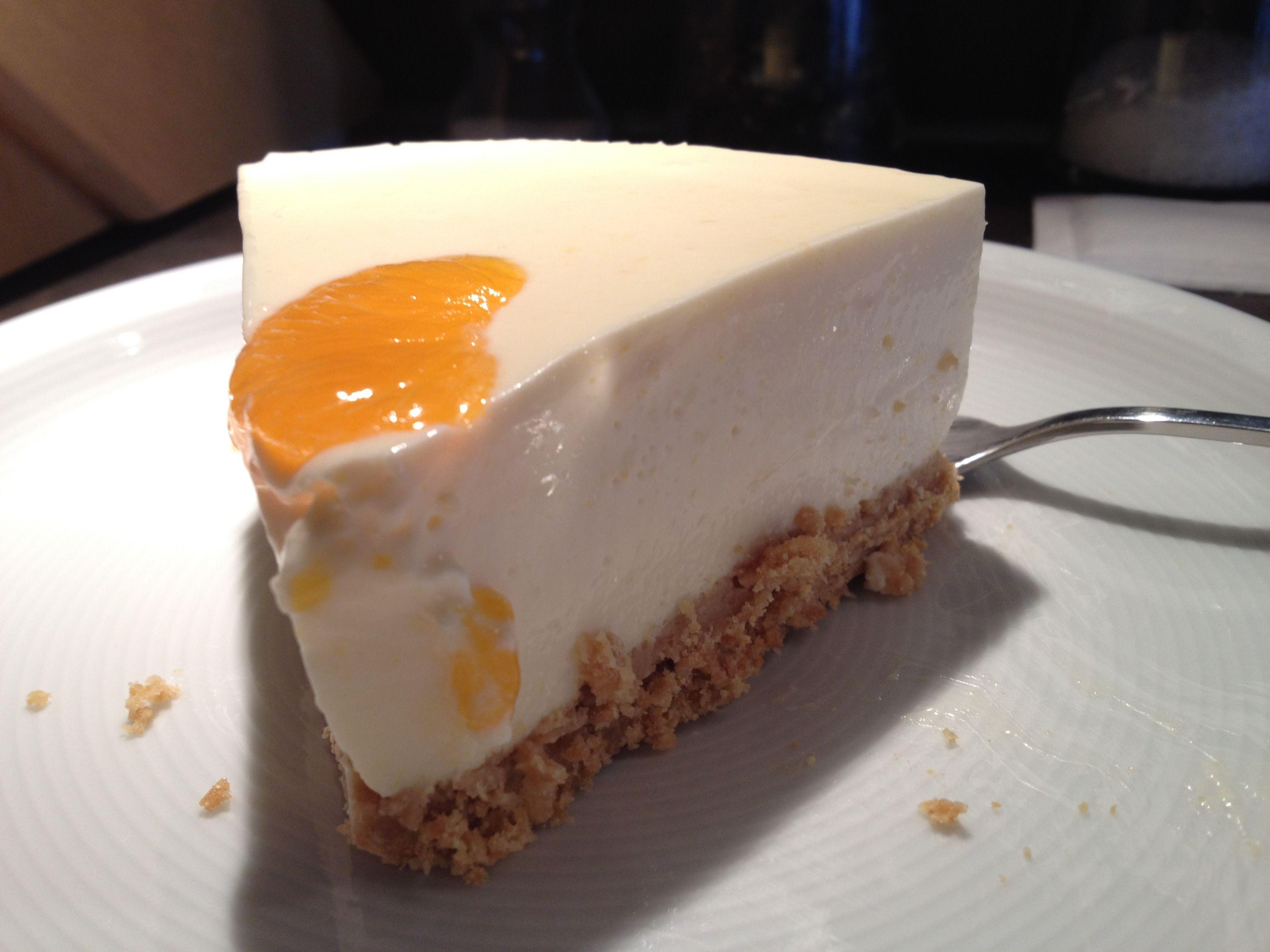 Quark.Mandarinen-Torte  http://jasminskuechengeheimnisse.wordpress.com/2014/03/01/quark-mandarinen-torte/