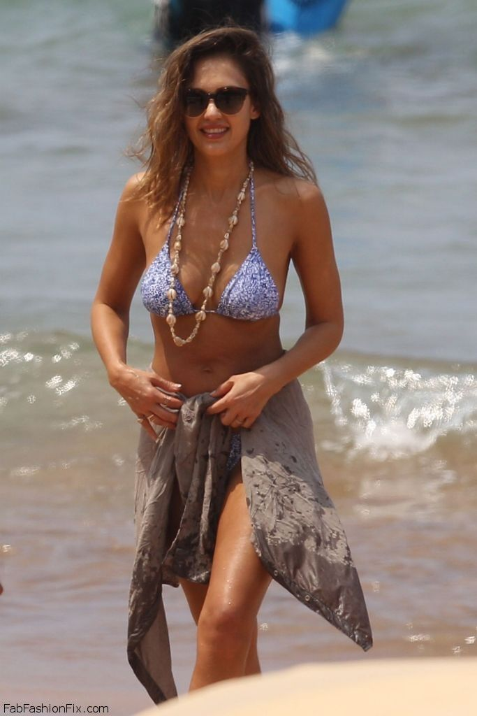 jessica alba wearing bikini on vacation in hawaii april On jessica alba beach pictures