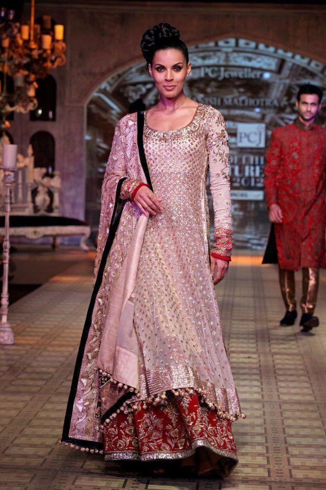 Manish Malhotra Delhi Couture Week 2012  #manishmalhotra #delhicoutureweek2012 #lehnga #embellished