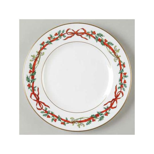 40 Christmas China Patterns You'll Love For Your Southern Home Adorable Christmas China Patterns