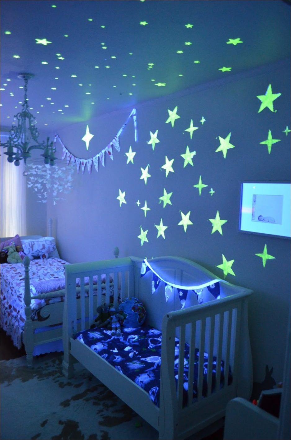 Kids Room Incredible Kids Room Decoration Apply Stary Ornaments That Glow In The Dark Looks So Amazing Decorati Simple Kids Bedrooms Kids Bedroom Disney Rooms