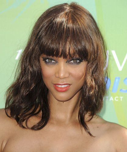 """Tyra Banks remixes her smoky eye by darkening both her upper lid and lower lid. In order to avoid """"racoon eyes,"""" opt for a dark gray shadow instead of black. #Tyra Banks #Smokey Eye #Eye Shadow #Makeup #Red Carpet #Fabulous #Fab"""
