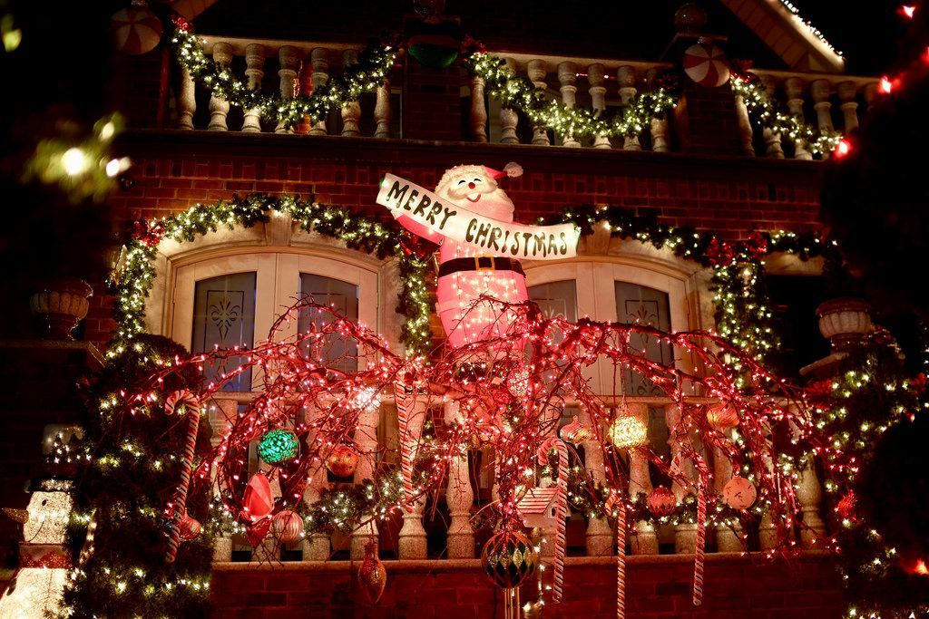 Dyker Heights Lights Up with Xmas Extravaganza (With