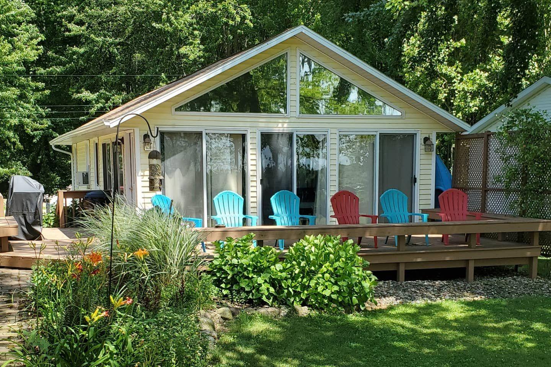 Van Auken Lake Cottage Rental Cottages For Rent In Bangor Michigan United States In 2020 Lake Cottage Michigan Cottage Cottage Rental