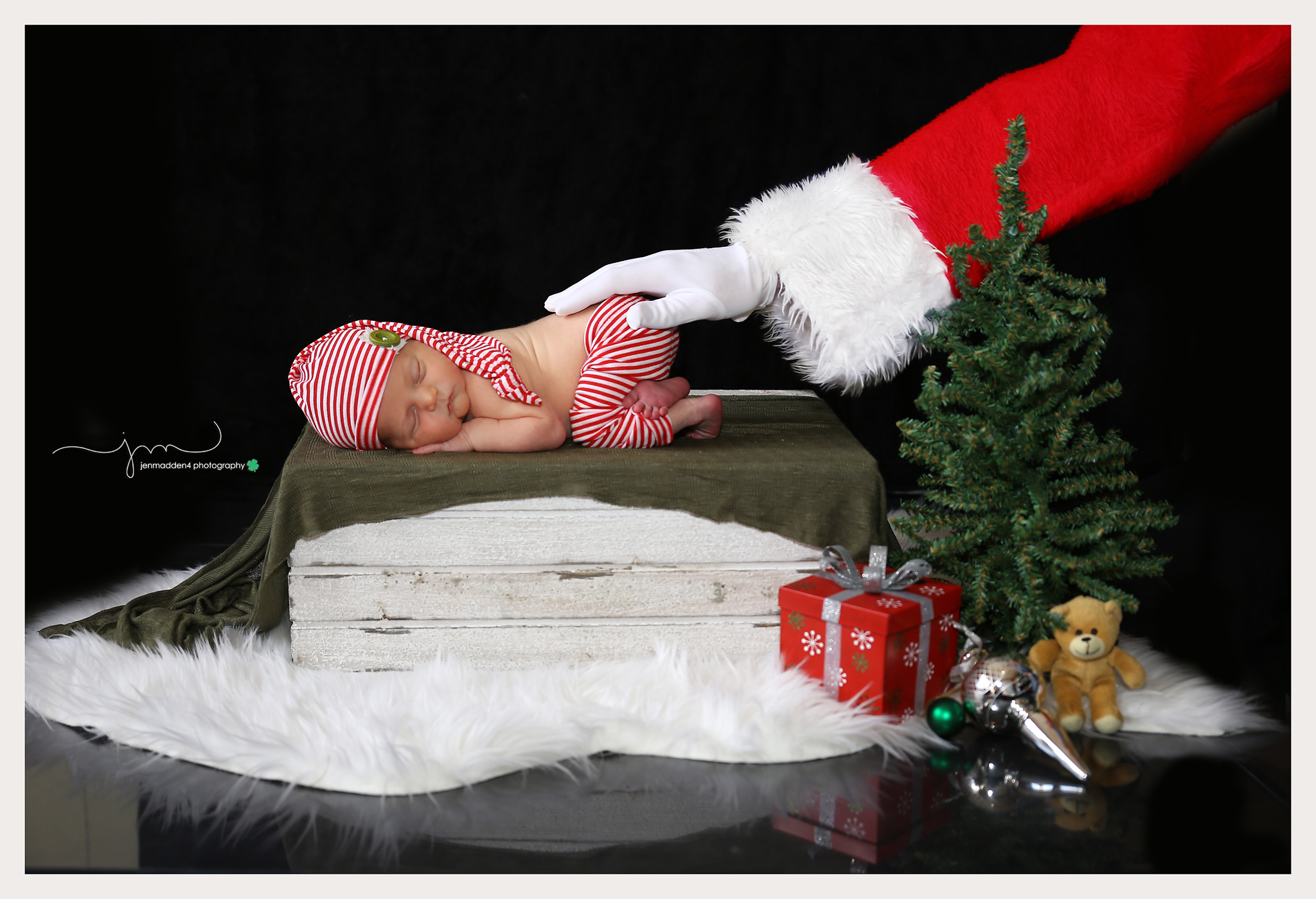Newborn Christmas Idea Newborn Christmas Newborn Maternity