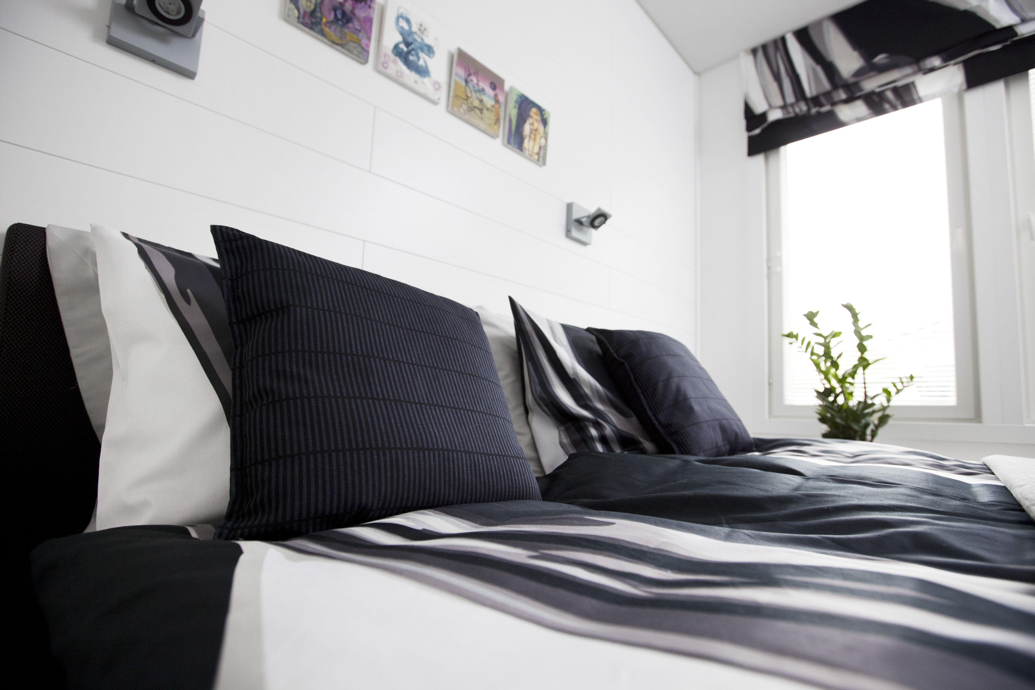 Finlayson Loitsu satin bed linen set I Loitsu-satiinipussilakanasetti 59 €