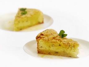 Lemon mint cake with lemon syrup