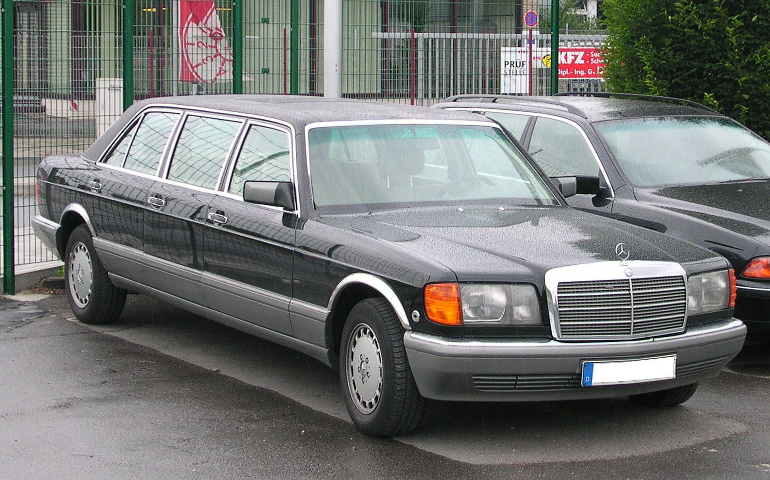 Mercedes benz w126 six door stretch limousine rides for Mercedes benz limo