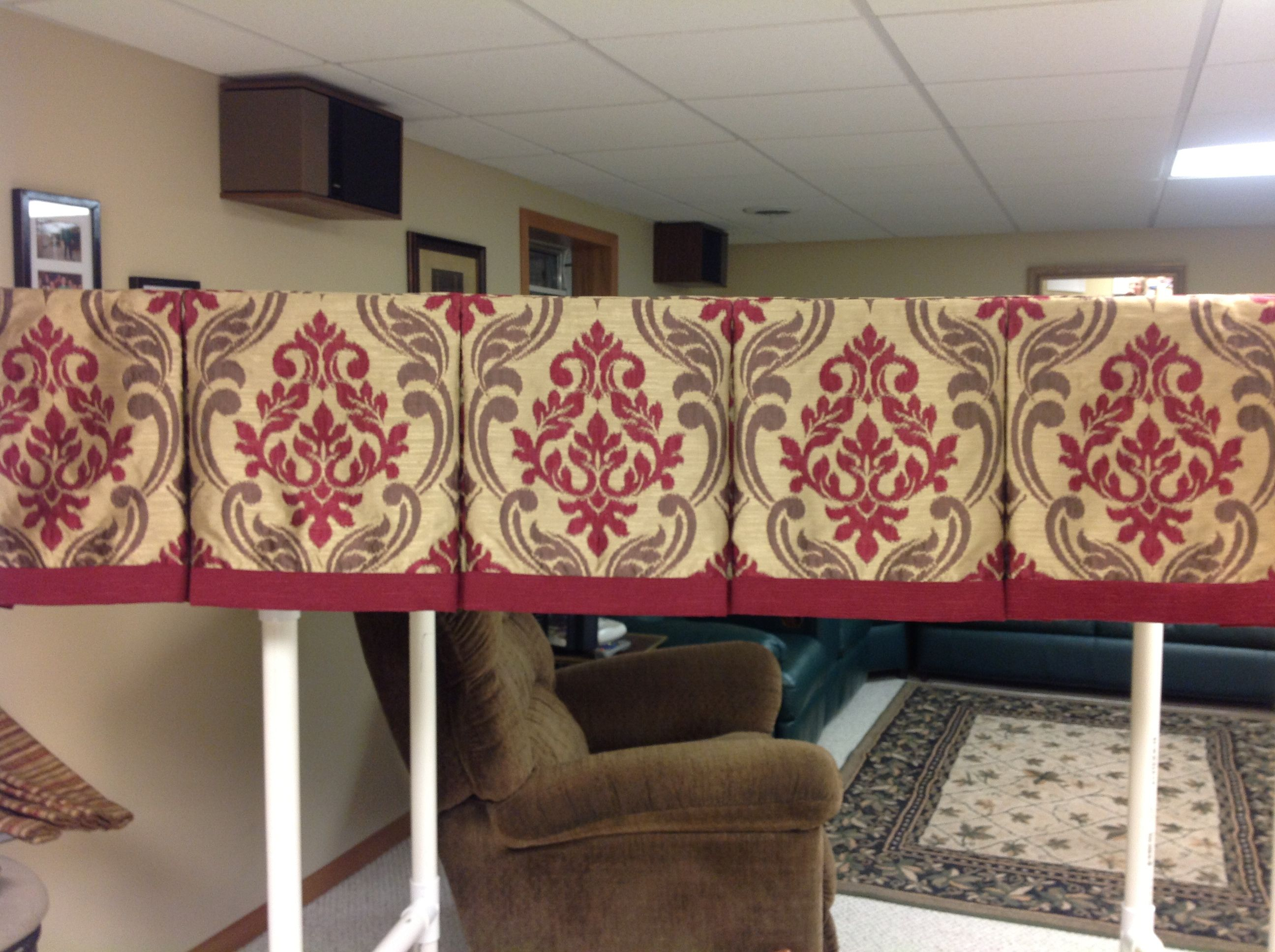 Box Pleated Valance With Centered Motif
