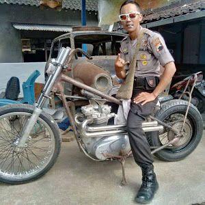 Ini Dia Polisi Penggemar Sekaligus Pedagang Motor Tua Mas Gendon Ayahe Bimo Lapak Motor Bekas Motkas Polisi Motor Motor Klasik