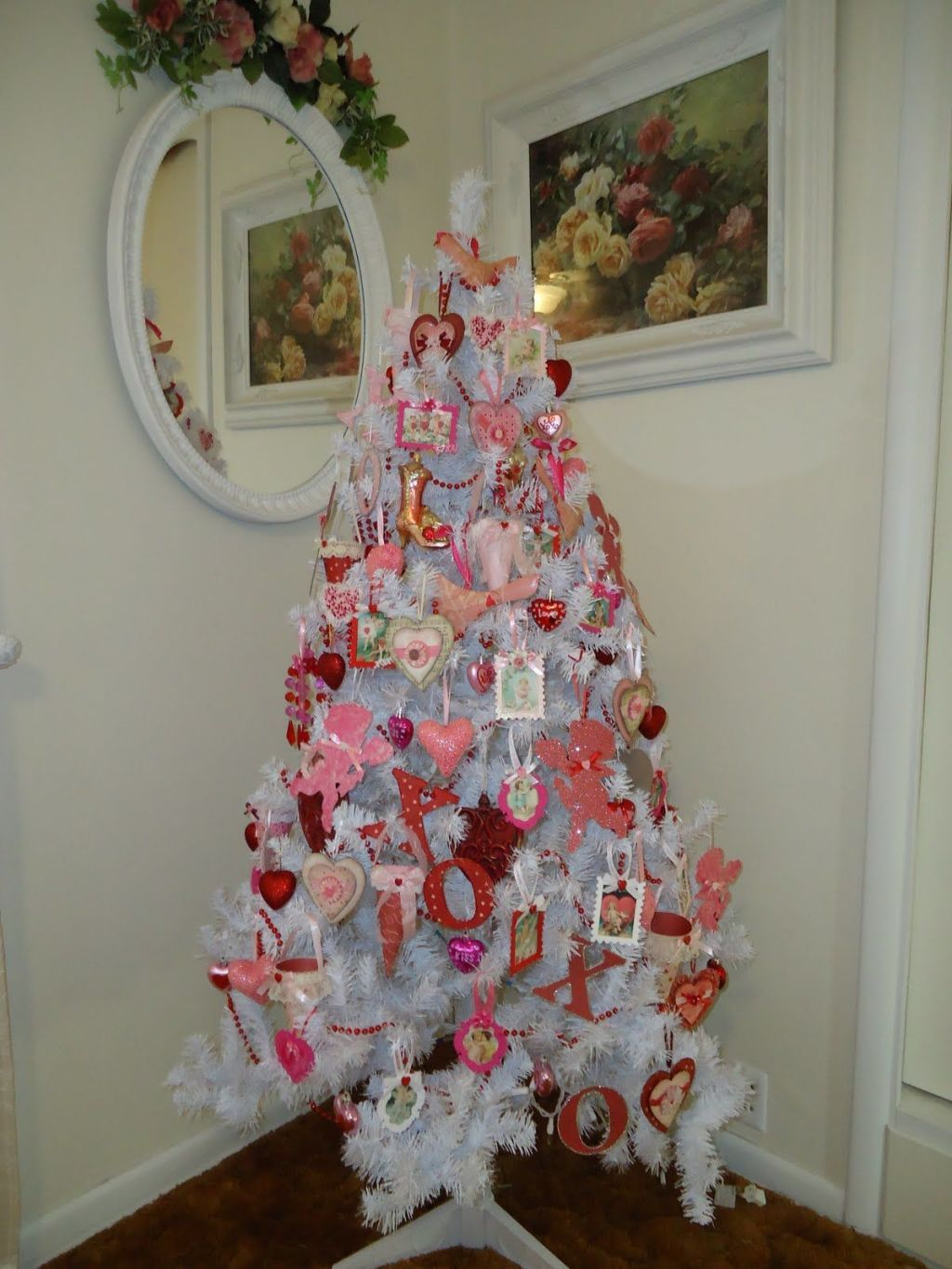 13 Ways to Leave Your Christmas Tree Up All Year Long | Valentine tree, Christmas tree themes ...