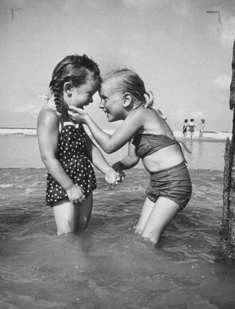 Vintage pic of tiny best friends.. So cute!