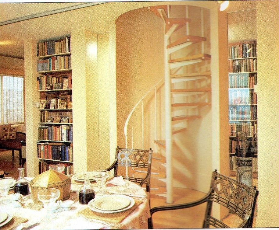 Best Tiny House Spiral Staircase Google Search Small Space 400 x 300