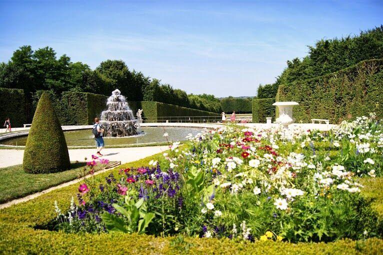 Versailles garden. http://parisbym.com/