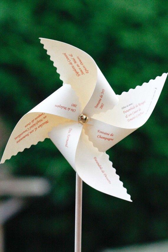 Menu de mariage original en forme de moulin vent fait for Menus sympas et originaux