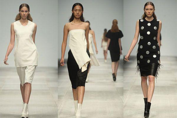 Nel 2010, QIU HAO è stato inserito tra le 25 personalità più importante nel campo della moda cinese, da Forbes.http://www.sfilate.it/208405/qiuhao-dalla-cina-ha-conquistato-persino-la-bbc