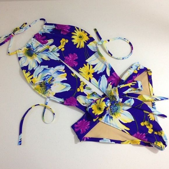 Floral swimsuit Brand new not tags. Swim One Pieces