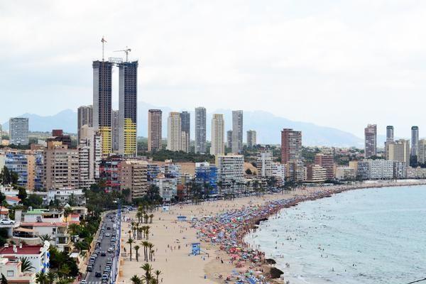De stad met het grootste aantal wolkenkrabbers pro capita wereldwijd... waarvan er één geen lift heeft