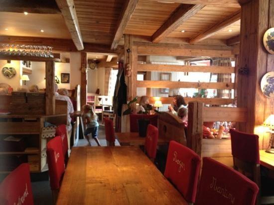 l 39 outa la clusaz 88 route grandes alpes restaurant avis num ro de t l phone photos. Black Bedroom Furniture Sets. Home Design Ideas