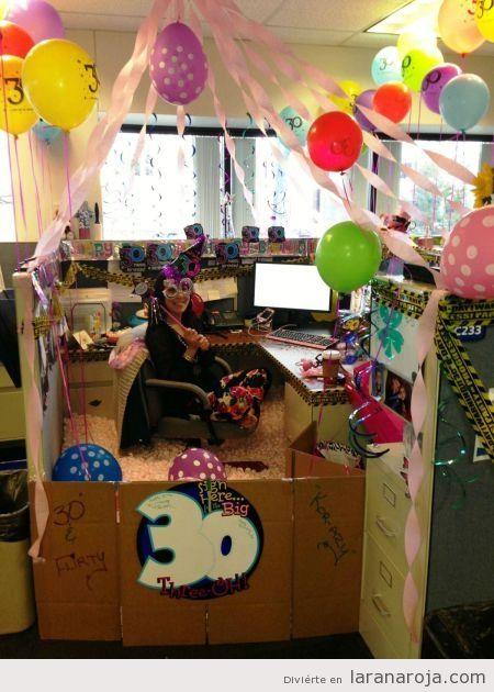 Imagen divertida cumplea os en la oficina decoracion for Como decorar mi escritorio de trabajo